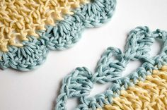 4 Ways to add crochet borders (We Are Knitters) Crochet Boarders, Crochet Edging Patterns, Sweater Knitting Patterns, Knitting Stitches, Crochet Baby, Knit Crochet, Crochet Simple, Blanket Stitch, Crochet Basics