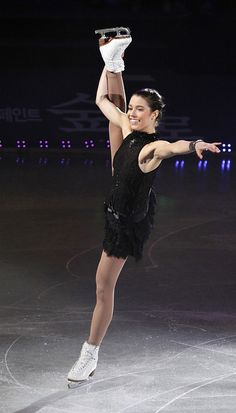 Alissa Czisny of the U.S. performs during the KCC Switzen All That Skate Spring 2011 figure skating gala show at Jamsil indoor stadium in Seoul May 6, 2011.