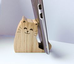 Cat phone holder / Desk phone holder / Tablet holder / Wooden phone holder / Animal phone holder / Hand made holder / Scrollsawed holder Wooden Phone Holder, Desk Phone Holder, Tablet Holder, Wooden Projects, Wooden Crafts, Support Telephone, Scroll Saw Patterns, Wood Toys, Wood Design