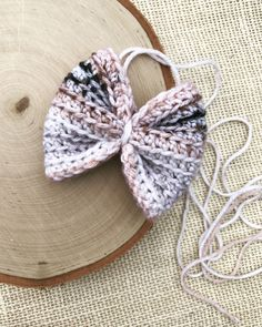 Southern Style Crochet Bow Pattern – Southern Style Crochet Bow Pattern – So. Crochet Bows Free Pattern, Crochet Hair Accessories, Kids Clothes Patterns, I Love This Yarn, Yarn Tail, Chunky Crochet, Crochet Baby, Gift Bows, Diy Bow