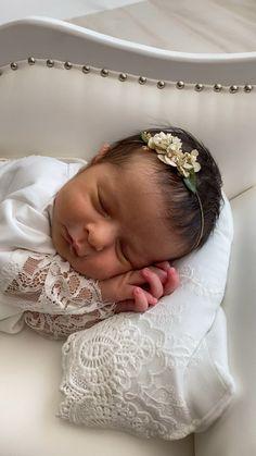 Houston newborn photography. Cypress newborn photography. Newborn photography workshop in houston. Newborn baby girl pictures photography session behind the scenes studio