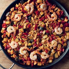 paella with chicken, zuchini and shripms Paella, Tasty, Yummy Food, Recipes From Heaven, I Love Food, Paleo Recipes, Main Dishes, Food And Drink, Favorite Recipes