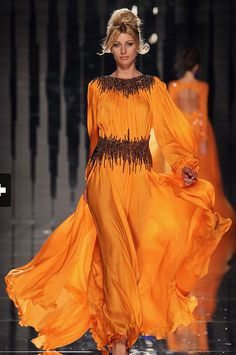 Not a big fan of such bright colours, but I change my mind.....love love love this dress...so flowy!