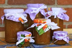 This orange fig jam recipes is so incredibly easy to make, requires no pectin and tastes heavenly! I don't even like figs and I love this jam. Use it on bread, in desserts, but my favorite way is with brie and crackers! Makes a great gift, too! Fig Jelly, Jam And Jelly, Fig Recipes, Canning Recipes, Pear Preserves, Summer Jam, Frozen Yoghurt, Fig Jam, Fresh Figs