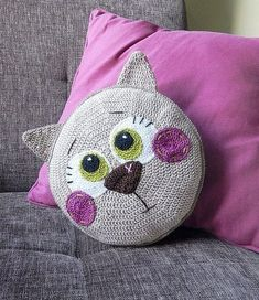 Katzen Kissen häkeln - crochet cat pillow - Tutorial with pictures. Crochet Diy, Chat Crochet, Crochet Home, Love Crochet, Crochet For Kids, Crochet Dolls, Crochet Simple, Crochet Mandala, Crochet Flowers