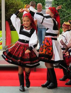 Young Romanian girls having fun in traditional dresses. Romanian People, Romanian Girls, Hungarian Girls, Adorable Petite Fille, Culture Clothing, Art Populaire, Figure Poses, Folk Costume, Girl Dancing