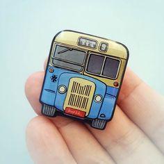 Guy Arab Mark 5 single-decker bus brooch / pin.................. $10.31 USD