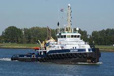 30 september 2015 op de Nieuwe Waterweg bij Maassluis de BEVER met op sleep de SMITBARGE 1 met reststukken  van wrak BALTIC ACE http://koopvaardij.blogspot.nl/2015/09/sleeptransport_30.html