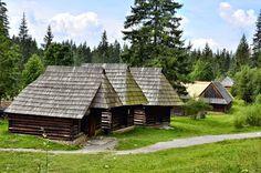 Zuberec - múzeum oravskej dediny s viac ako 50 stavbami z rôznych častí Oravy. Nádherný areál v ktorom sa zastavil čas a máme možnosť ocitnúť sa v zemianskych, sedliackych a roľníckych plne zariadených domoch. Zaujímavý je aj vodný mlyn a ukážky starých remeselných prác. Cabin, House Styles, Home Decor, Decoration Home, Room Decor, Cabins, Cottage, Home Interior Design, Wooden Houses