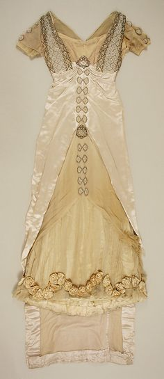 Dress House of Worth (French, Date: 1913 Culture: French Medium: silk, glass, metal Dimensions: Length: 76 in. cm) Credit Line: Gift of Mrs. Robert S. Edwardian Clothing, Antique Clothing, Edwardian Fashion, Vintage Fashion, Gothic Fashion, Edwardian Gowns, Edwardian Style, Historical Costume, Historical Clothing