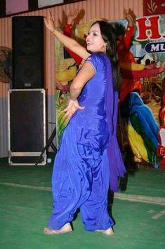 Punjabi Girls, Punjabi Dress, Punjabi Suits, Ladies Suits Indian, Suits For Women, Most Beautiful Dresses, Beautiful Saree, Shalwar Kameez, Salwar Suits