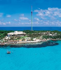 Parque Natural El Garrafón en Isla Mujeres Need A Vacation, Dream Vacations, Cozumel, Places Around The World, Around The Worlds, Mexico Real Estate, Quintana Roo, Riviera Maya, Travel Agency