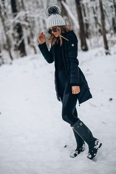 cozy winter outfits 15 Chic And Cozy Snow Day Outf - winteroutfits Chic Winter Outfits, Casual Outfits, Outfits For The Snow, Snow Day Outfit, Outfit Winter, Look Legging, Long Puffer Coat, Black Puffer, Shotting Photo