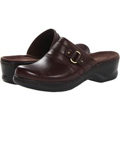 Clarks at 6pm. Free shipping, get your brand fix!