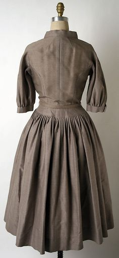 Dress - Traina Norell. Silk and wool. 1951 - Back view.