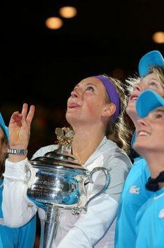 Victoria Azarenka si trofeul cucerit la Australian Open Professional Tennis Players, Australian Open, Camilla, Victoria, Tennis, Victoria Falls