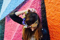 Llega el buen tiempo y con él, las citas y eventos al aire libre se multiplican, nos apetecen #looks primaverales con mucha vida y #color.  Una #corona o #diadema de #flores naturales, puede complementar tu look a la perfección para que tú modelo adquiera un toque chic, diferente y super #moderno