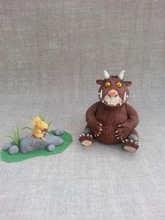 It's a gruffalo! Hand modelled from fondant. I included a piping nozzle so you can see how small mouse really is! Happy Sunday everyone =) x 3rd Birthday Cakes, 4th Birthday, Gruffalo Party, Ben And Holly, Happy Sunday Everyone, Cake Craft, Mouse Cake, Garden Theme, Geocaching
