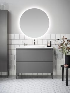 White tiles in two different patterns, broken off with gray. Bathroom Inspo, Bathroom Inspiration, Bathroom Interior, Bathroom Ideas, Grey Bathrooms, Small Bathroom, Bathroom Mirrors, Illuminated Mirrors, White Tiles