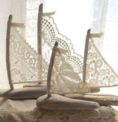 Set of Three Beautiful Romantic Driftwood Beach Decor Sailboats w/ Antique and Vintage Lace Sails Seaside Lakeside Cottage Wedding RTS - 4 schöne Driftwood Beach Decor Segelboote von LoveEmbellished - Beach Crafts, Diy And Crafts, Arts And Crafts, Seashell Crafts, Driftwood Beach, Driftwood Art, Beach Wood, Deco Marine, Driftwood Projects
