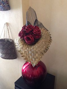 Roses in a lily Flax Weaving, Celebrity Wedding Photos, Flax Flowers, 70th Birthday Parties, Weaving Designs, Maori Art, Found Art, Centre Pieces, Baby Blanket Crochet