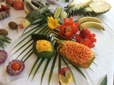 Fruit carving techniques with Marco at Veranda E!