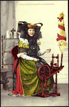 Frau am Spinnrad - Schaumburger Tracht ich glaube Bückeburg.