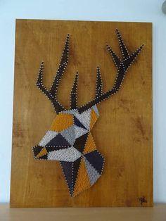 Cerf - String art - Art filaire - inspiration - 270 mètres de fil à coudre utilisé ( couleur noir, blanc, bleu nuit, moutarde et gris ) et 448 pointes clouées sur planches de bois vernie. Dimensions : 60cm par 80cm épaisseur 1 cm Prix : 125 euros
