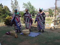 The Tsonga people, who call themselves VaTsonga, inhabit the southern coastal plain of Mozambique, parts of Zimbabwe and Swaziland, and Mpu. West Africa, South Africa, Love Your Neighbour, African Fashion, African Outfits, Spring Break, Peace, Apartheid, Zimbabwe