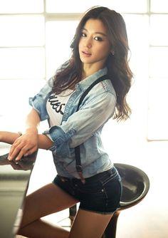 Jun Ji-Hyun. Love that face!