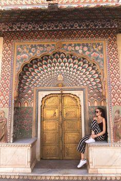 INDIA, JAIPUR, CITY PALACE | Ben je benieuwd hoe duur of goedkoop een reis door India nou precies is? Dit waren onze kosten voor een vakantie van 2 weken in Rajasthan, India. Man Photography, Autumn Photography, Travel Photography, Jaipur Travel, India Travel, Travel Pictures, Travel Photos, City Palace Jaipur, Rajasthan India