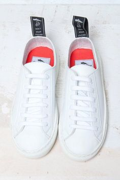 buy online cee00 1a801 Hier kommen die coolsten weißen Sneaker! Diese flachen Turnschuhe vom  französischen Label Good Guys werden