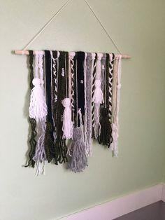 Yarn Wall Hanging, Wall Hangings, Yarn Crafts, Home Crafts, Diy Room Decor, Wall Decor, Wall Art, Bohemian Wall Tapestry, Jewelry Wall