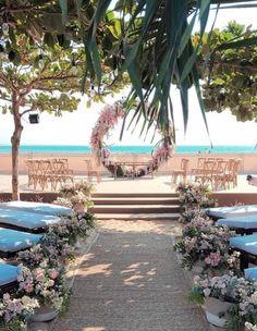 Barefoot Wedding Sandals for Beach Weddings - Wedding Tips 101 Beach Wedding Sandals, Beach Wedding Reception, Space Wedding, Dream Wedding, Beach Weddings, Winter Wedding Destinations, Destination Wedding Locations, Wedding Venues, Wedding Ideas