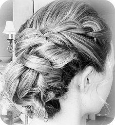 hairstyle (via @Haydeeuam785 )