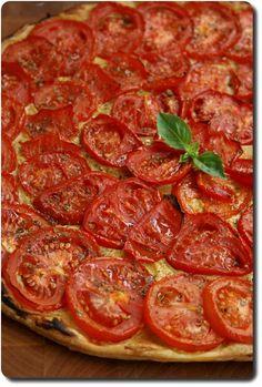Tarte fine aux tomates, moutarde et origan