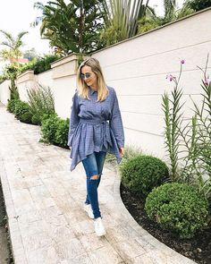 Look de passeio do final de semana com retorno da calça jeans depois de meeeses sem usá-la . . Aproveitei para combinar com uma blusa ampla e assimétrica @damyller para dar aquele toque moderno ao visual além do conforto e praticidade que essa minha nova fase  pede. . #consultoriadeestilo #meulook #ootd #lookcasual #lookdodia #personalstylist #meujeansdamyller #jeans