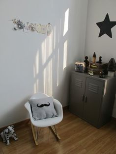 coussin moustache made in Shanghai