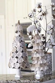 Really like the ruffled tree! Burlap and white cloth are so good together. Includes a tutorial...