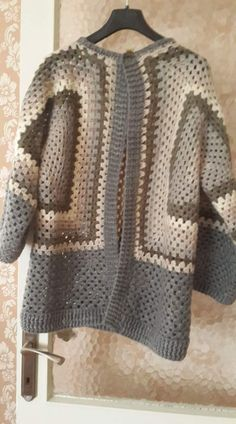 Fabrication de cardigan bébé à capuche en crochet - Sevdiğim Örgüler - Baby Cardigan, Cardigan Bebe, Baby Vest, Crochet Granny, Free Crochet, Knit Crochet, Crochet Jacket, Crochet Cardigan, Cross Stitch Cushion