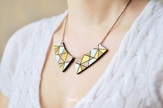Collar colgante de madera con oro patrón geométrico (corte del laser & pintados a mano)