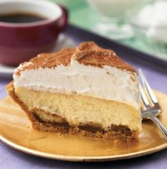 "All the flavors of the traditional Italian dessert, tiramisu, in one amazing pie—lady fingers, cream cheese, coffee and chocolate! 👉 See Full Recipe - ""TIRAMIS. Pie Recipes, Great Recipes, Dessert Recipes, Desserts, Delicious Recipes, Favorite Recipes, Food Cakes, Italian Recipes, Italian Foods"