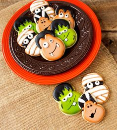 Little Monster Cookies (Part 2) Mummy and Dracula by The Bearfoot Baker. These little monster cookies are fun and simple. All are made with the number eight cookie cutter. Part 2 will show you how to make Dracula and the Mummy.