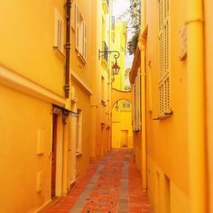 Yellow street in #monaco  #ohcotedazur #frenchriviera #france #ig_france #ig_europe #colorful #urban #cotedazur #hdr  #beautiful #nicemakesmehappy #super_france #bd_france #trip #yellow #tourismepaca #sun  #splendid_colours #montecarlo #monmonaco by pixclem