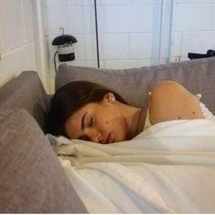 Flagra  Dormindo como uma Angel  Depois do almoço o sono bate pra todo mundo  ainda mais a @camilaqueiroz que come igual a porquinha Lili e é magra Kkkkkk #etamundobom #mafalda #elaVaiBrigar #agorajápostei by andersondirizzi_oficial