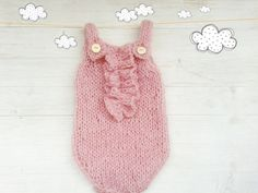 Knitted baby bodysuit / Knitted romper / Baby girl onesie / Knitted baby onesie / ruffles / Newborn Photo props