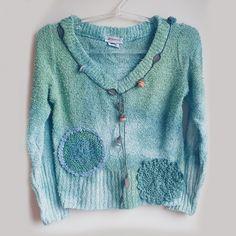 Suéter Coquinho ralado verde customizado pela Garimpeira