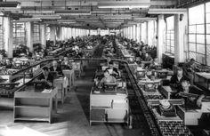 Linea di produzione della macchina per scrivere Lexikon 80