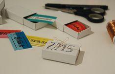 binedoro Blog ⎟ DIY ⎟ Verpackte Neujahrswünsche Diy Paper, Paper Crafts, Diy Crafts, Matchbox Crafts, Worlds Of Fun, New Years Eve, Happy New Year, Usb Flash Drive, Match Boxes