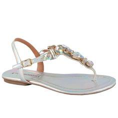 Sandália rasteira em holográfico soft com pedrarias cor cristal. Saltinho de…